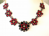 Pretty Petals Beadwork Necklace Jewellery Making Kit with SWAROVSKI® ELEMENTS Red and Black